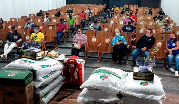 Federación Nacional de Cafeteros realizó la entrega de 262 paquetes productivos en San Carlos
